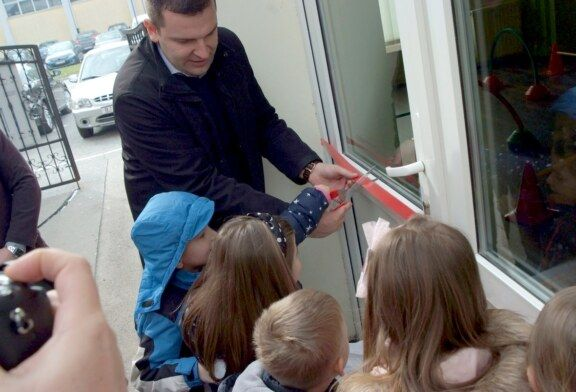 Gradonačelnik Hrebak zajedno s djecom otvorio novu sportsku dvoranu u Dječjem vrtiću Bubamara