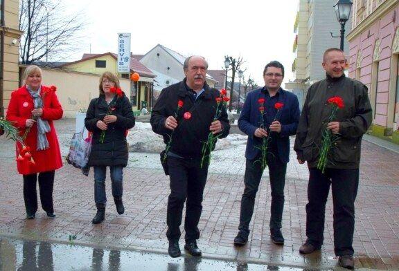 Crvene karanfile povodom DANA ŽENA dijelila GO SDP Bjelovar