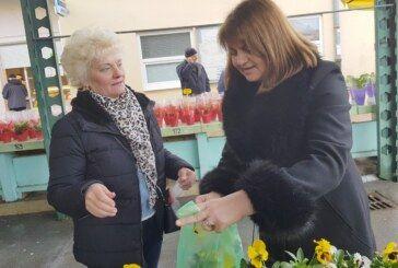 DAN ŽENA obilježen cvijećem i druženjem sa sugrađankama u organizaciji bjelovarskog HSS-a
