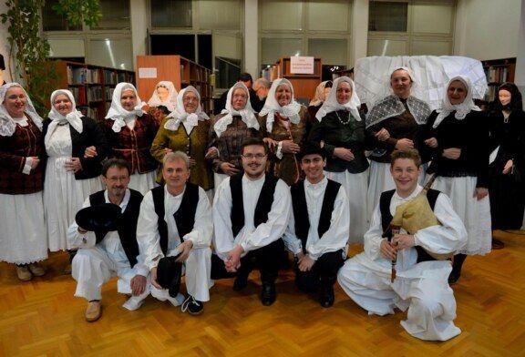 U knjižnici Ekonomske i birotehničke škole Bjelovar otvorena etnološka izložba Iz Ivanove škrinje