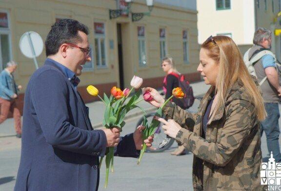"""Održana humanitarna akcija """"Omiljeni cvijet za rad Zaklade Ana Rukavina"""" u organizaciji SDP Bjelovar"""