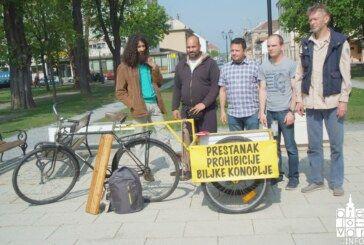 Bjelovarčanin na biciklu s mladom biljkom konoplje krenuo na Markov trg kako bi ukazao na sve bolesne i potrebite