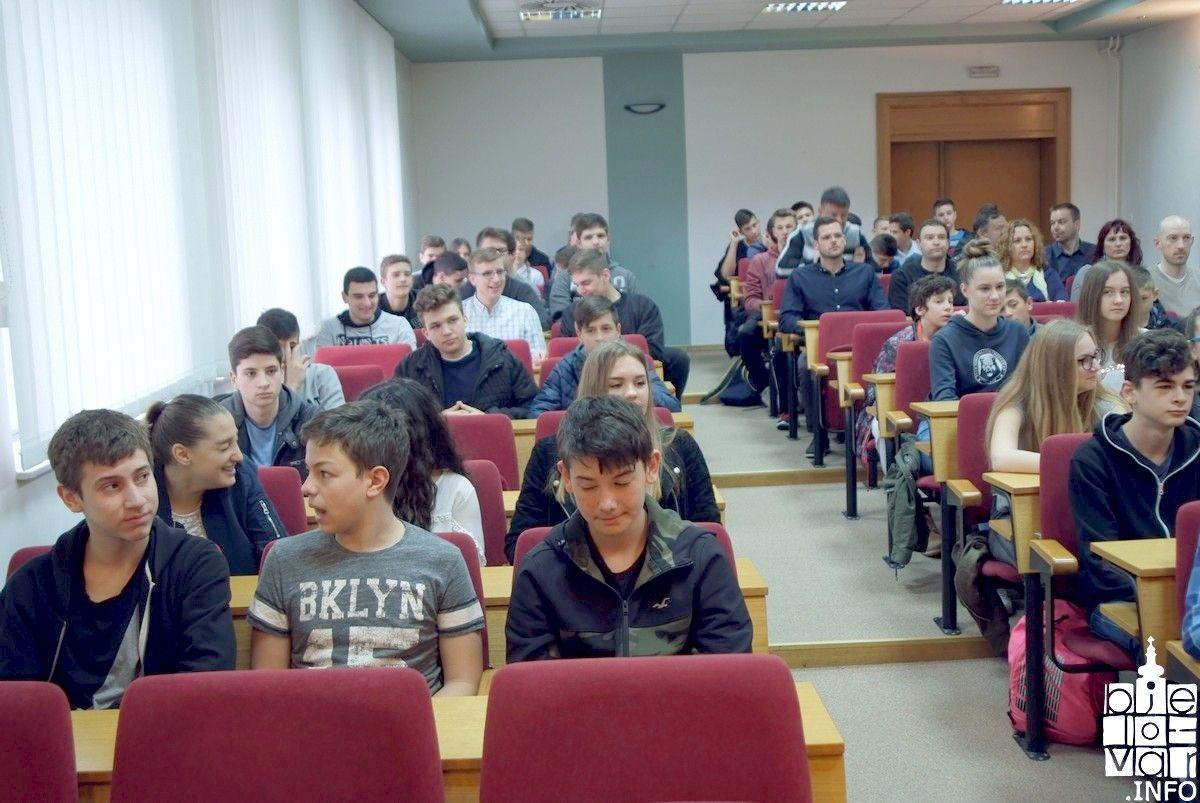 Mlade i uspješne sportaše koji odlaze na državno natjecanje u Poreč primio župan Damir Bajs