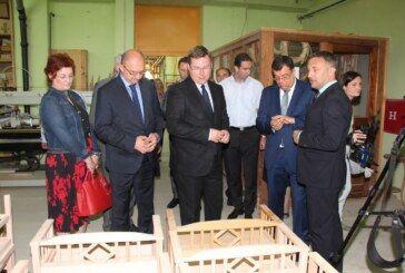 Ministar Pavić i župan Bajs obišli proizvodni pogon županijske Ustanove Suvenir Arbor u Siraču koja zapošljava osobe s invaliditetom