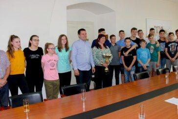 Gradonačelnik Hrebak organizirao prijem za rukometaše i stolnotenisačice povodom vrhunskih sportskih rezultata