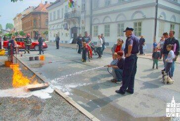U Bjelovaru Dan hrvatskog vatrogastva obilježen svečanom procesijom i prezentacijom vatrogasnih vozila i opreme