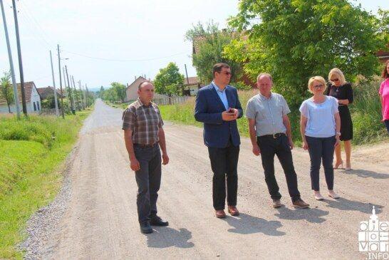 Župan Bajs obišao radove na obnovi prometnice u mjestu Srijedska u općini Ivanska