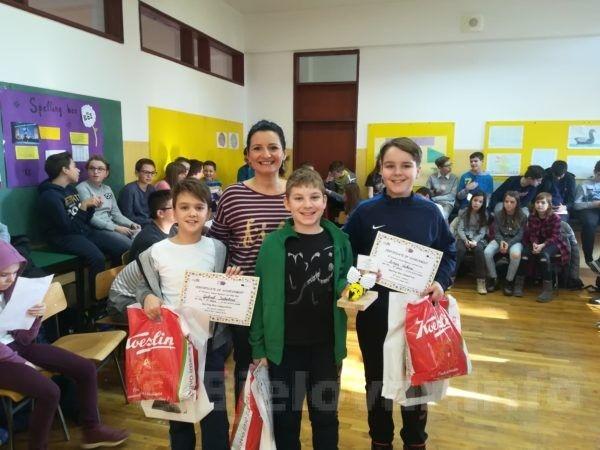 Prva tri plasirana učenika 4 ih razreda na Natjecanju u slovkanju na engl jeziku