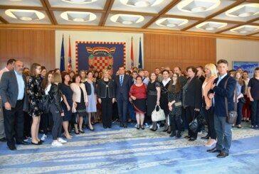Najuspješniji učenici i njihovi mentori s područja županije i župan Damir Bajs na prijemu kod predsjednice RH Kolinde Grabar Kitarović