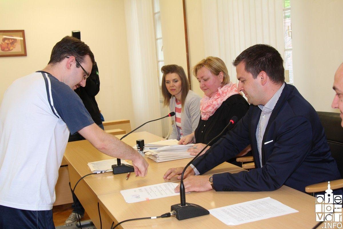 Gradonačelnik Hrebak potpisao ugovore o radu na određeno vrijeme s 25 teže zapošljivih osoba