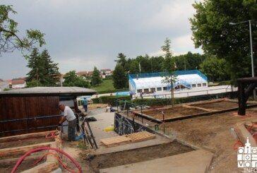 Gradonačelnik Hrebak obišao radove na Gradskom bazenu koji su u punom jeku