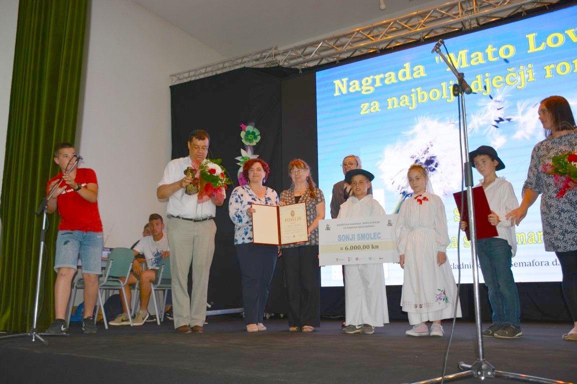 """Održani 31. Lovrakovi dani kulture: Nagradu za najbolji dječji roman dobila Sonja Smolec za roman """"Marama s bubamarama"""""""