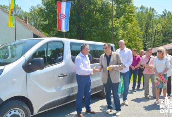 Uručena dva nova kombi vozila za sportske klubove i sportaše Bjelovarsko-bilogorske županije