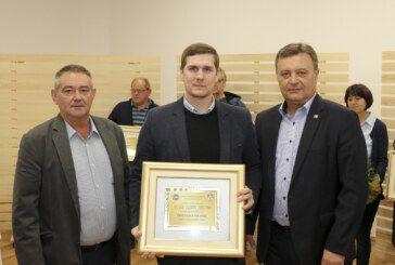 Destilerija Bilušić osvojila VELIKO ZLATO za liker od aronije i zlato za voćnu rakiju
