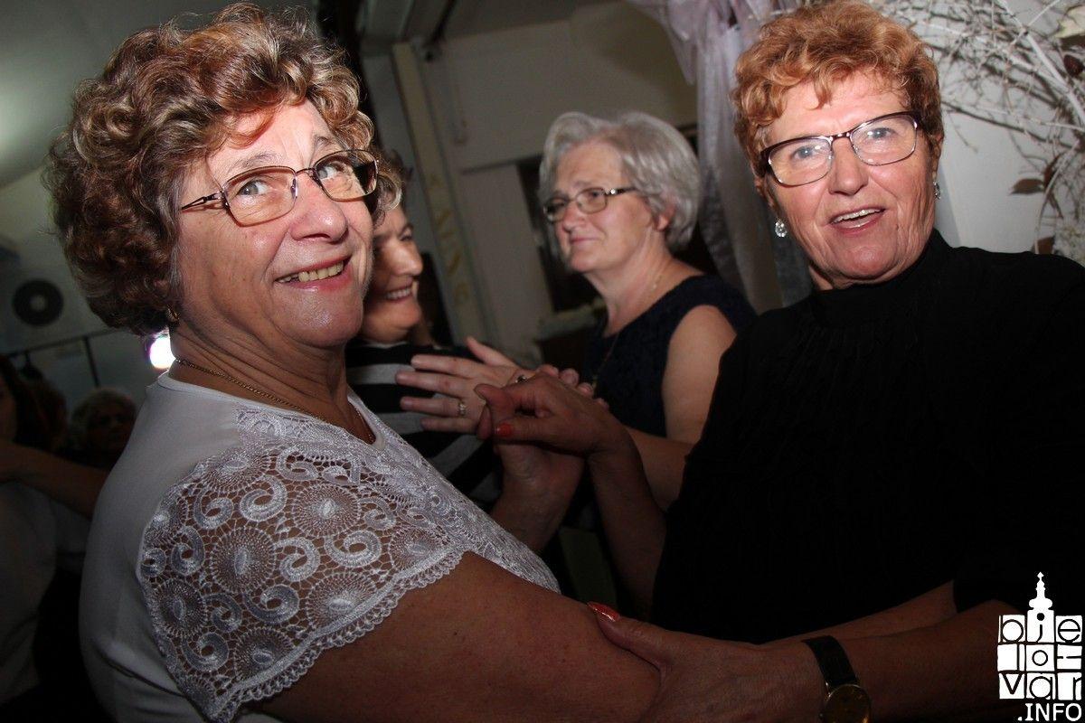 Klub žena Bjelovar uz obred krštenja mošta proslavio Martinje