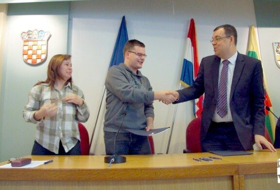 Župan Damir Bajs potpisao ugovore s NOVIH dvadeset stipendista Bjelovarsko-bilogorske županije