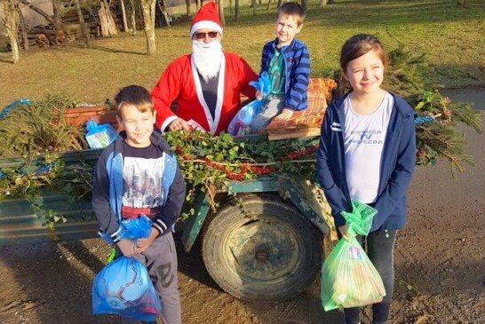 Darove djeci povodom božićnih i novogodišnjih blagdana uručili mjesni odbori Grbavac, Ivanovo Selo i Dapčevački Brđani