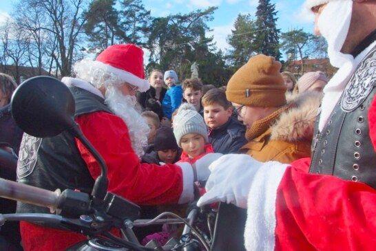 Dječja Nova godina u Bjelovaru dočekana točno u podne uz MOTO DJEDA MRAZOVE