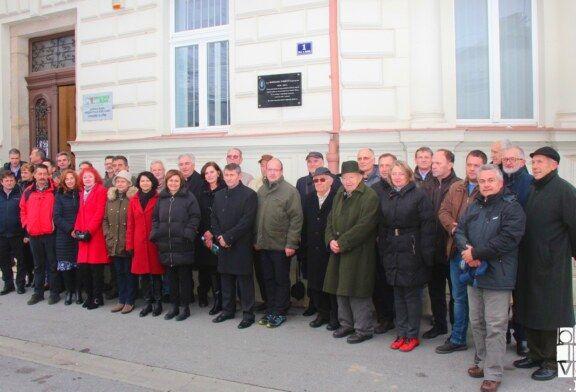 OTKRIVENA SPOMEN PLOČA Božidaru Tomičiću na zgradi Uprave šuma u Bjelovaru