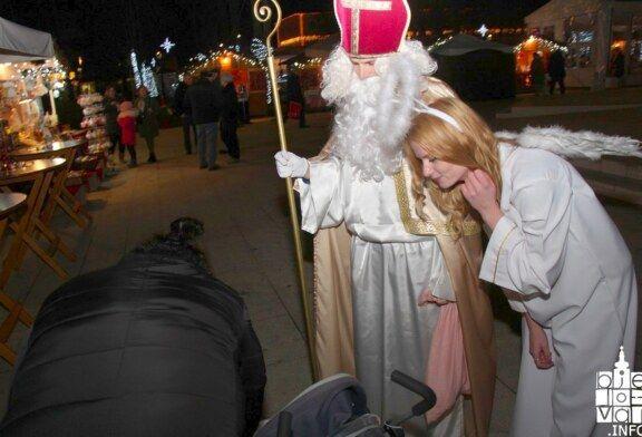 Sveti Nikola družio se s djecom na Adventu u Bjelovaru