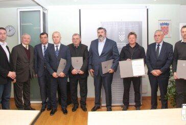 Uručena plaketa Zlatna kuna najuspješnijim tvrtkama u Bjelovarsko-bilogorskoj županiji