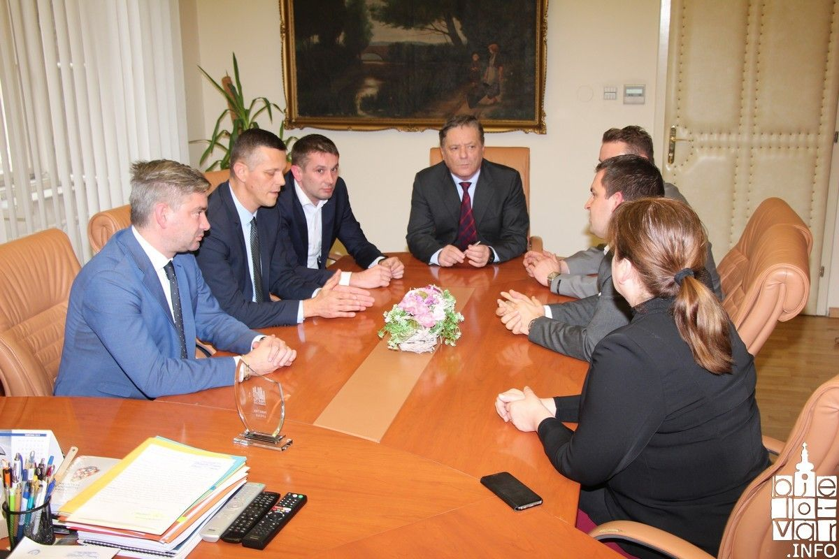 Istarski župan Valter Flego i gradonačelnik Pule Boris Miletić s gradonačelnikom Hrebakom o prednosti e-grada