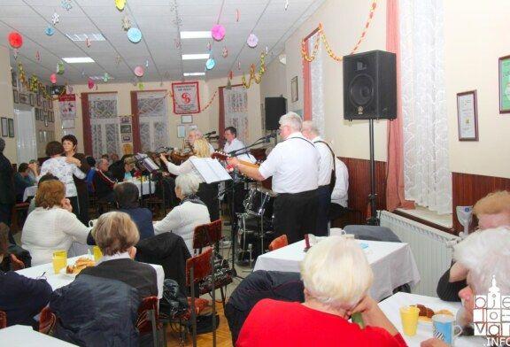 Večer evergreena uz koje su odrasle brojne generacije održana u Češkoj obec Bjelovar