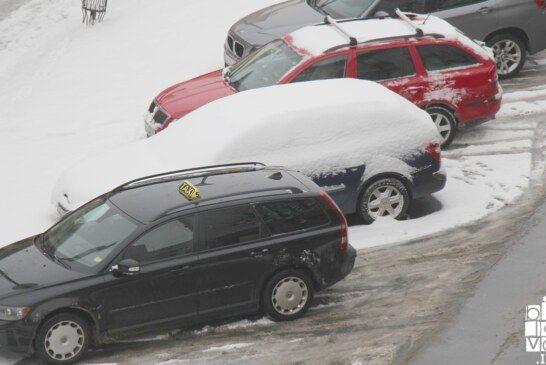 Očistite snijeg s vozila, kazne su velike!