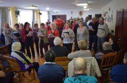 Bjelovarski slavuji družili se s korisnicima Doma za starije osobe na Vojnoviću
