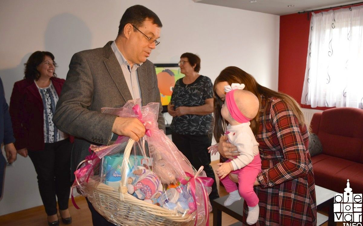 Županija već 11 godina osigurava naknade za svako novorođeno dijete