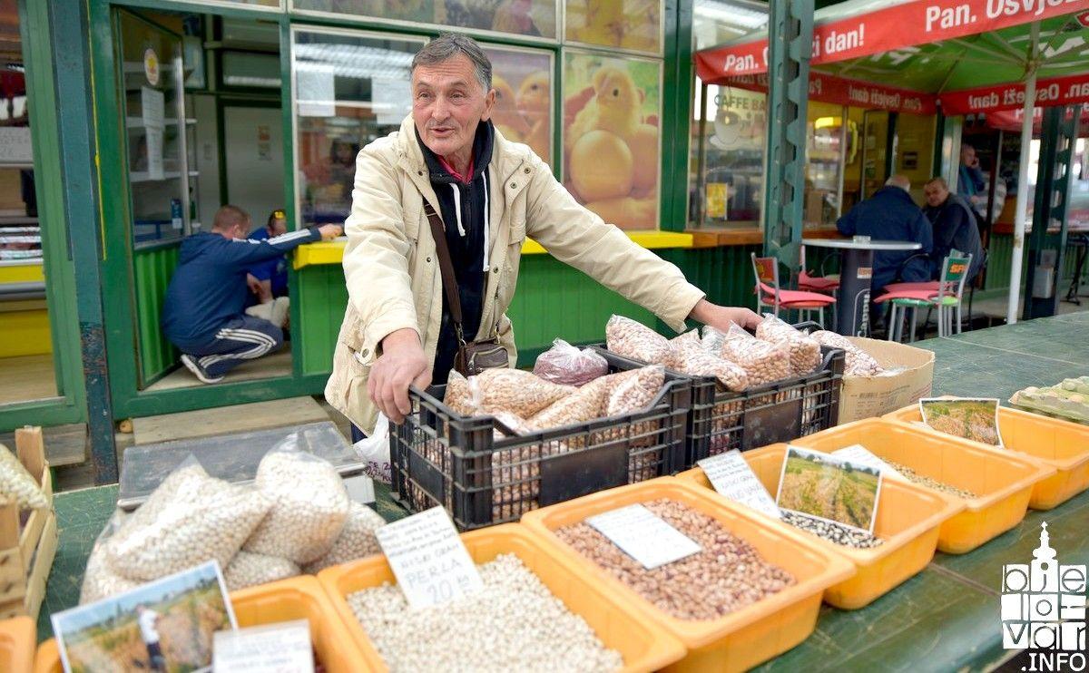 Na Bjelovarskoj tržnici građani mogu kupiti domaći grah s OPG-a Petrinović