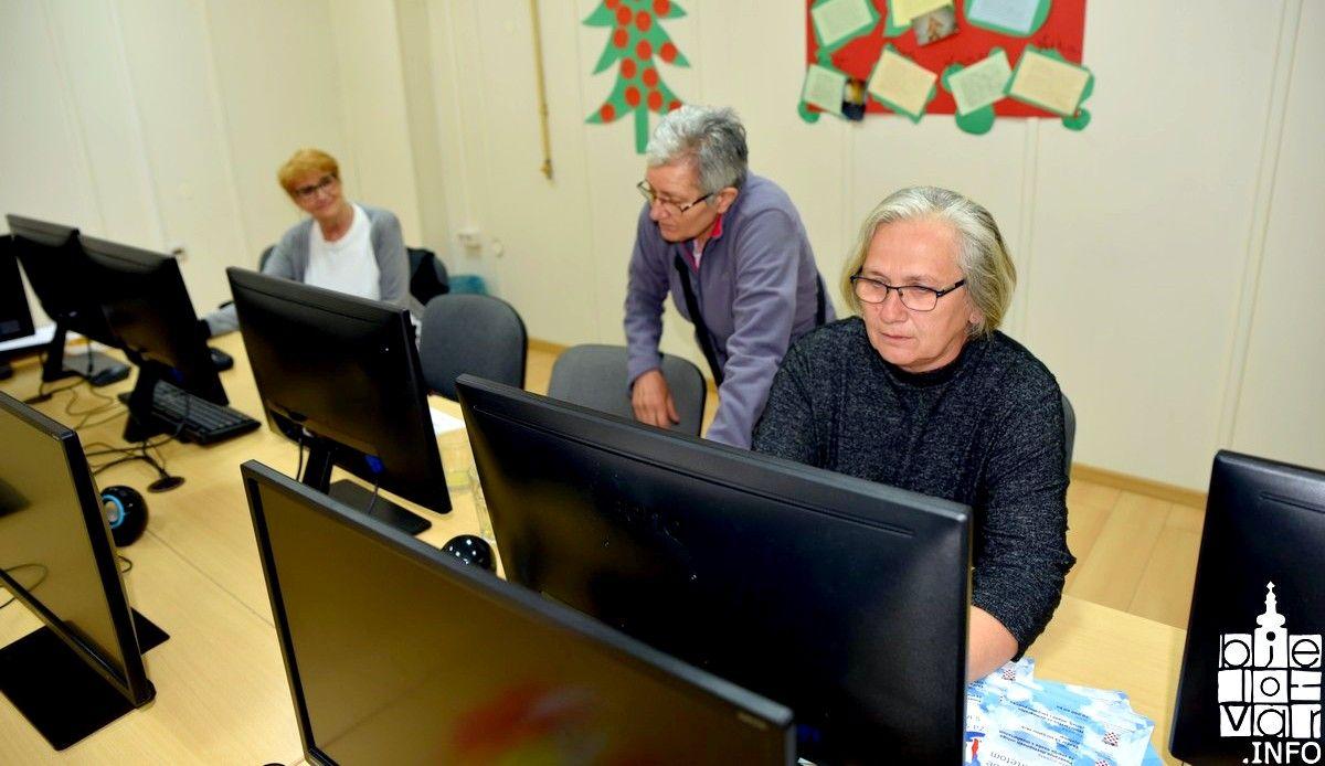Informatički tečaj završilo deset članova Udruge tjelesnih invalida Bjelovar