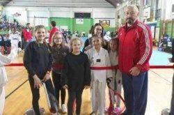 Taekwondoistice kluba Bjelovar Lorena Božičković i Sara Palatinuš osvojile 1. mjesto u Samoboru