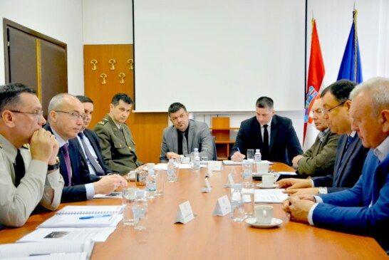 Župan Bajs na sastanku s ministrom obrane Damirom Krstičevićem: u Bjelovaru ostaje vojarna i topničko-raketna brigada