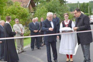Otvorena novoobnovljena prometnica u Šandrovcu – Županija nastavlja asfaltiranje županijskih cesta