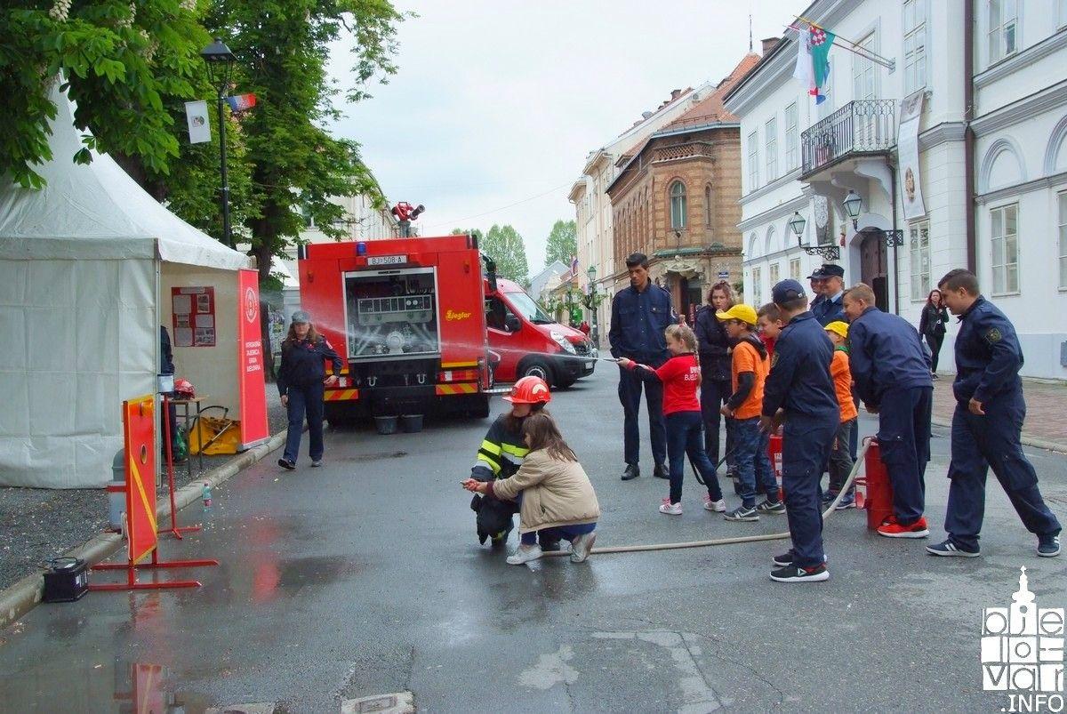 Povodom Dana vatrogasaca u Bjelovaru održana prezentacija vatrogasne tehnike i vozila