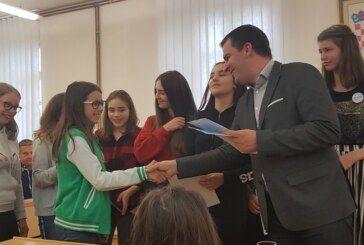 """U Gradu Bjelovaru dodijeljena priznanja """"Prvak dobrote"""" bjelovarskim školarcima i vrtićancima"""