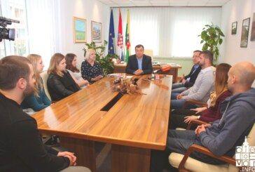 Župan Bajs potpisao novih 12 ugovora sa zdravstvenim djelatnicima – dosad potpisano 67 ugovora