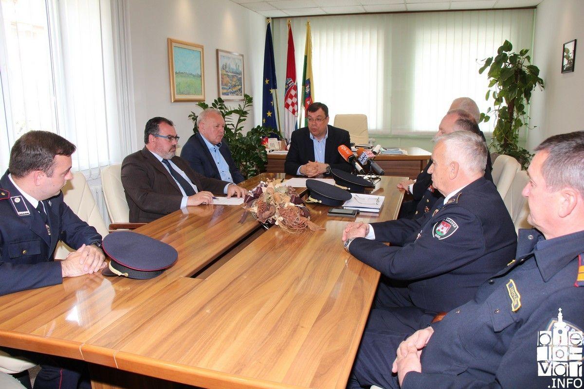 Župan Bajs s predstavnicima vatrogasaca povodom obilježavanja Dana hrvatskog vatrogastva