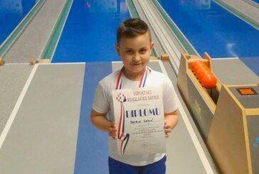 SREBRO za Patrika Dedića u kategoriji mlađi podmladak na pojedinačnom prvenstvu Hrvatske u kuglanju