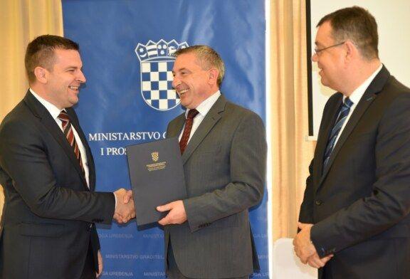 Ministar Predrag Štromar na Danu županije uručio Odluke o financiranju projekata gradonačelnicima i načelnicima
