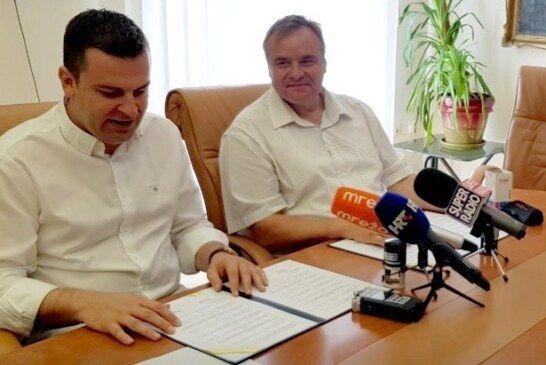 Gradonačelnici Hrebak i Pirak potpisali Sporazum: čazmanski školarci ljetovat će u Novom Vinodolskom