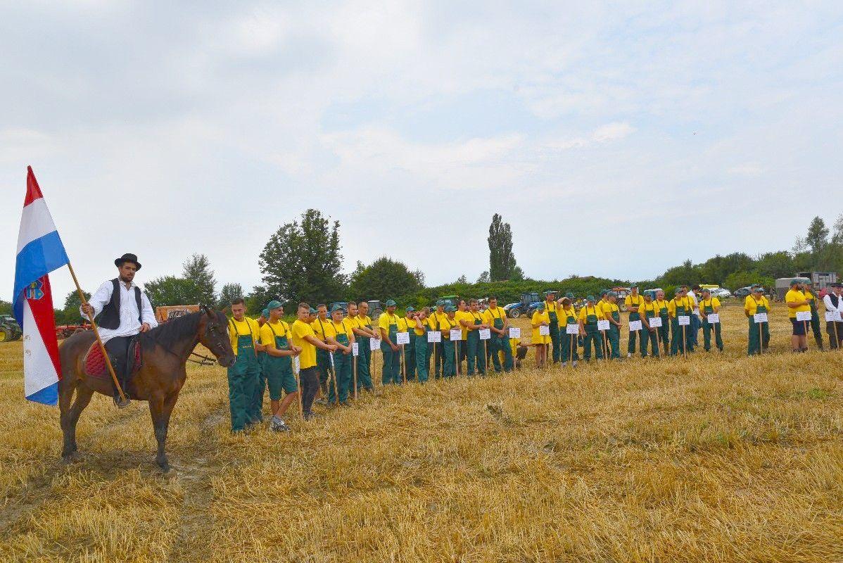 FOTO Održano 18. natjecanje orača i 10. natjecanje u oranju konjskim zapregama