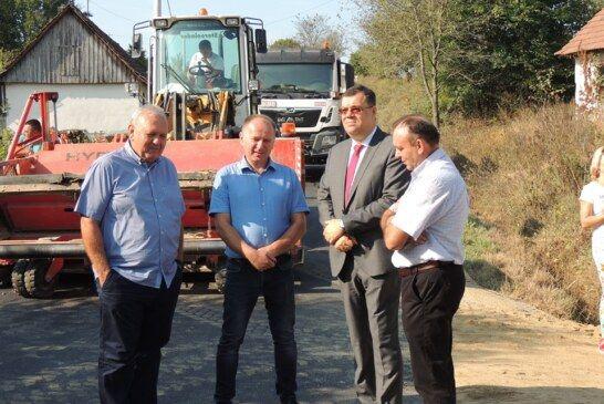 Župan Bajs obišao radove na prometnici od Donje Petričke prema Samarici te najavio nastavak radova