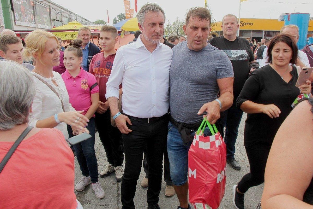 Jesenski sajam posjetio i predsjednički kandidat MIROSLAV ŠKORO: Škoro o kandidaturi, a građani u redu za fotografiranje