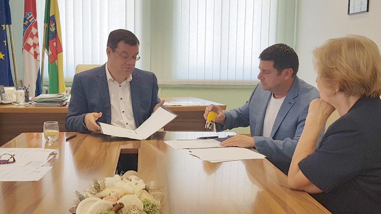 Županija: Potpisan ugovor o dodjeli sredstava Matici umirovljenika BBŽ-a