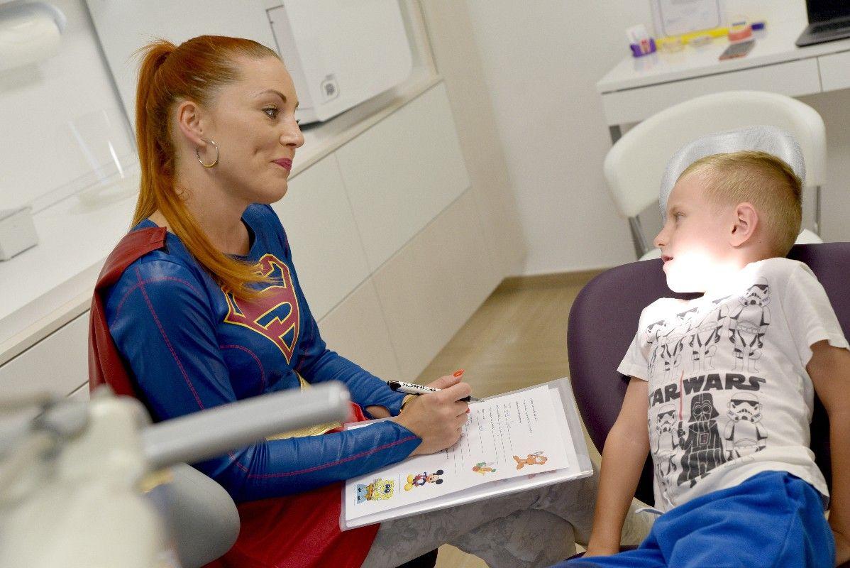 Kako ukloniti strah od zubara: Dovedite djecu kod zubarke - SUPERJUNAKINJE