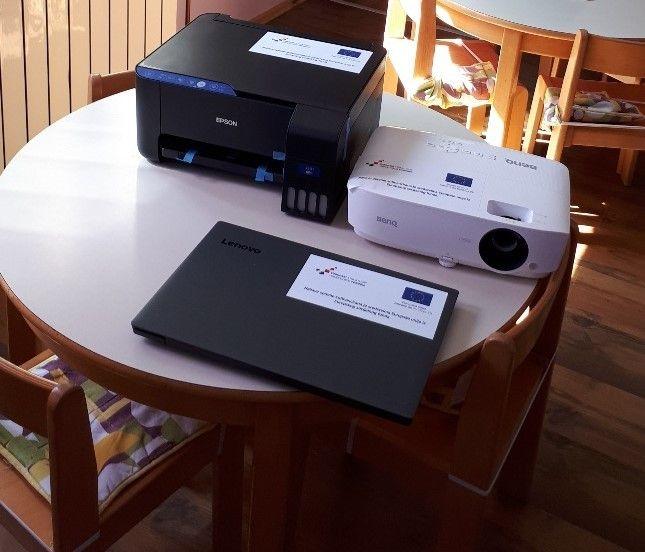 Printer, projektor i prijenosno računalo
