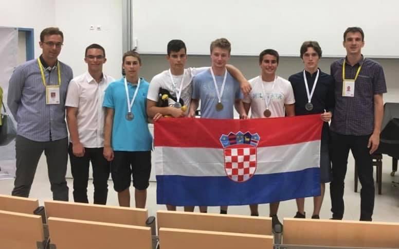 Mladi matematičari na natjecanju u Češkoj osvojili pet medalja, a Krešimir Nežmah izborio zlato i apsolutnu pobjedu