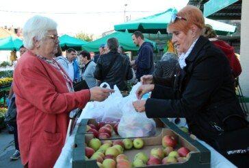 JABUKOM DO ZDRAVLJA Bjelovarčani kupnjom jabuka podržali humanitarnu akciju Lige protiv raka BBŽ